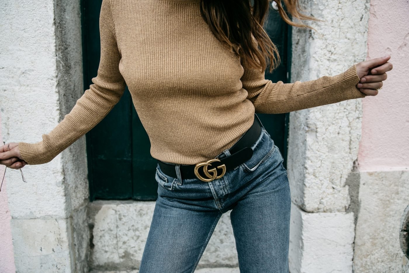 Metallic_Sweater-Cameo_The_Label-Melie-Lisboa-Denim-Topshop-Gucci_Belt-Saint_Laurent_Sneakers-Outfit-Street_Style-66-1400x933